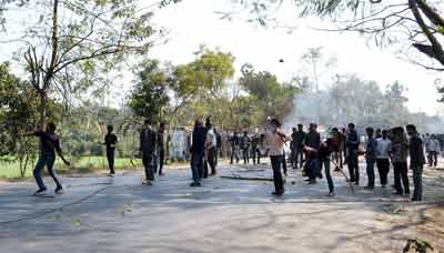 Jamaat, Shibir attack cops in Rajshahi