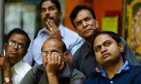Sensex sinks 315 points in early trade