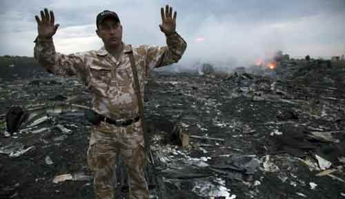 Ukraine rebels give up MH17 'black boxes'