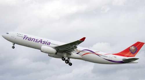 Taiwan plane crash 'kills dozens'