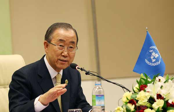 UN chief urges Thai PM to treat boat people with dignity