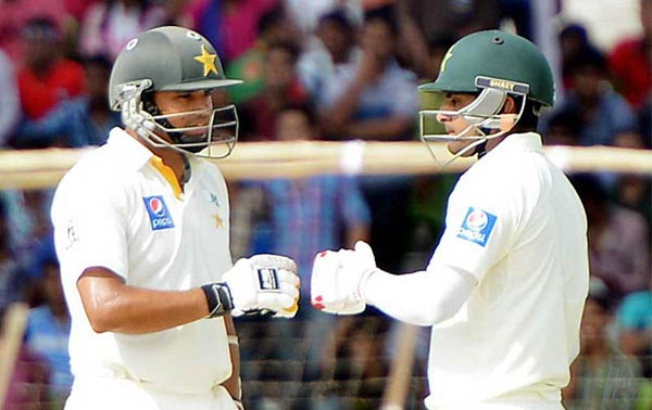 Hafeez double tons help Pakistan to take 205 led on 3rd day