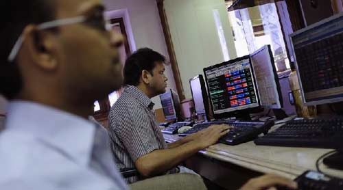 Sensex falls 351 points; Unitech, Jaiprakash Associates crash