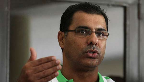 Waqar interacts with players after Bangladesh drubbing