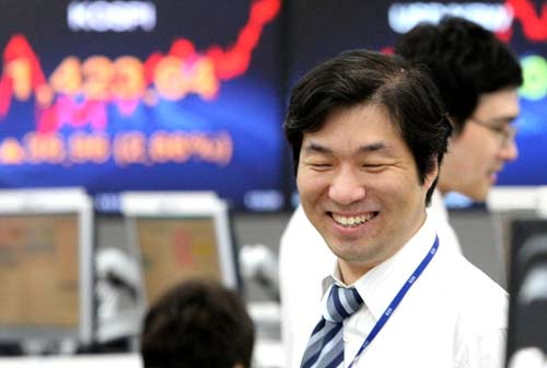 Japanese shares higher on trade data