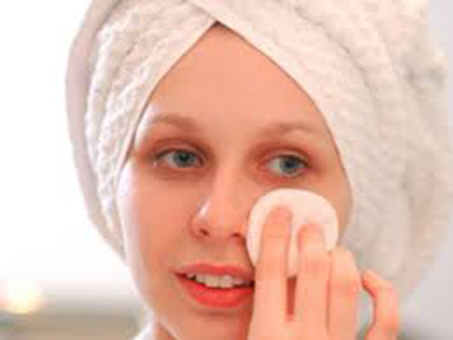 Blackheads, a common beauty hitch, can be reduced easily