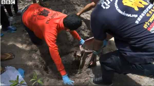 Malaysia finds 139 'migrant graves'