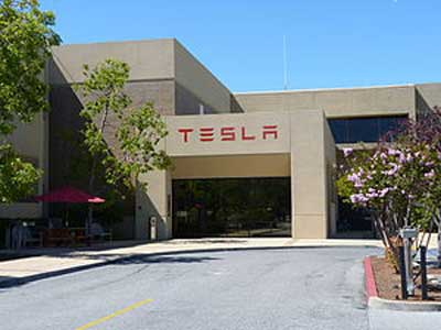 Tesla unveils batteries to power homes