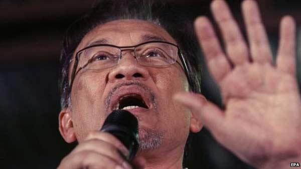 Malaysia's opposition alliance falls apart