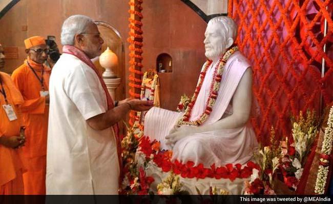 Modi visits Dhakeshwari, Ramakrishna Mission