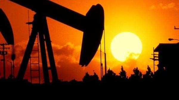 US oil output 'set for sharp fall'