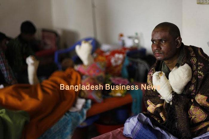 7 burnt as bus firebombed again in Bangladesh