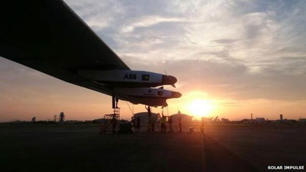 Solar plane suffers wing damage