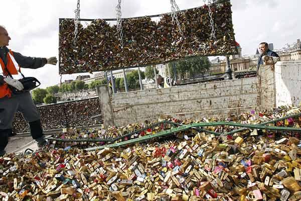 Adieu, Parisian love locks