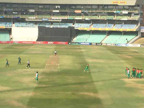 Du Plessis guides S Africa to set 149 target