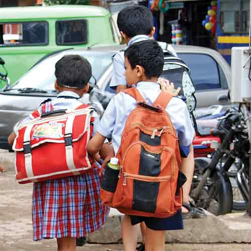 India's Maharashtra puts limit on schoolbag weight