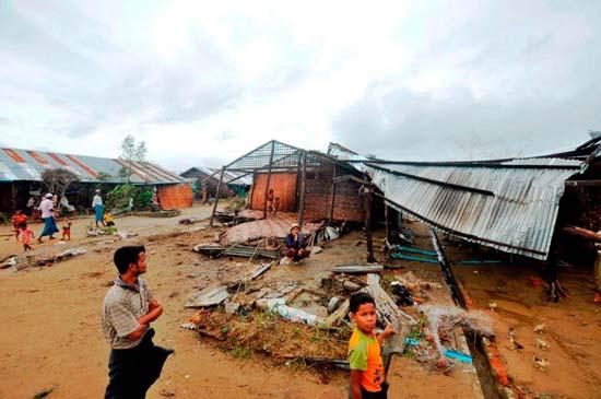 Bangladesh sending life-saving medicines to Burma for flood-hit people
