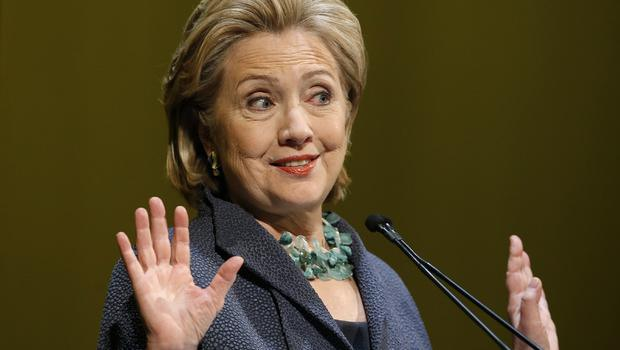 Clinton hits back at Bush over Iraq