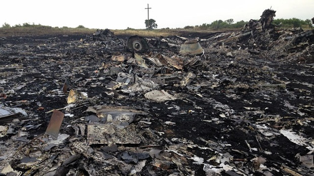 'Missile parts' found at MH17 crash site