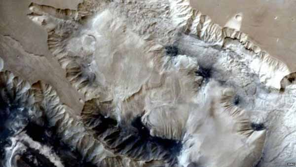 India probe transmits new Mars image