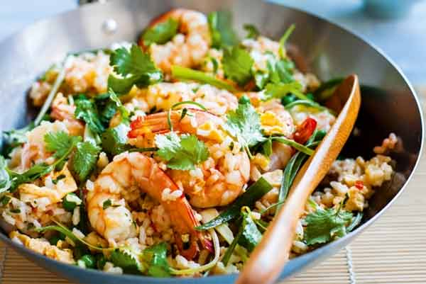 Easy way to make prawn and egg fried rice