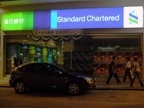 Standard Chartered 'to cut 1,000 senior jobs'