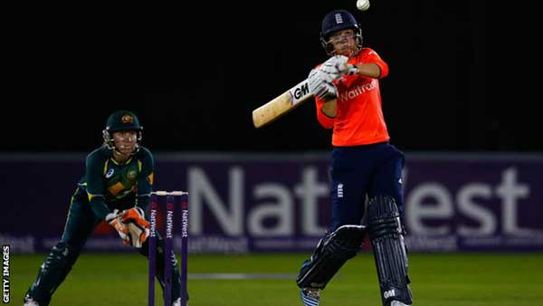 Women's Ashes 2015: England Twenty20 win keeps series alive