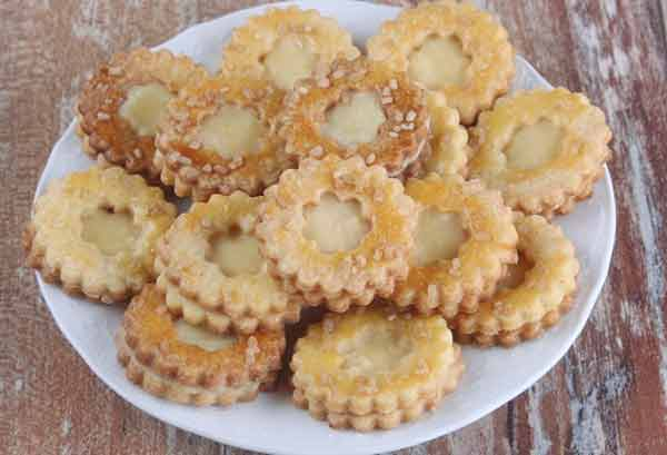 Lemon curd cookies with lemon flavour