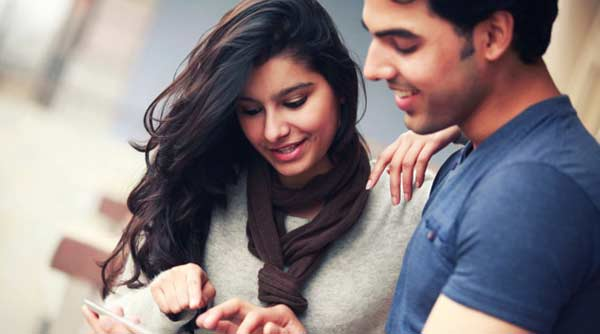 Couples using Facebook enjoy stronger bonding