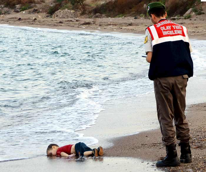 Migrant child's body on beach shocks Europe