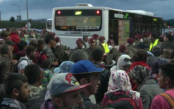 Migrant crisis: Austria sees fresh influx