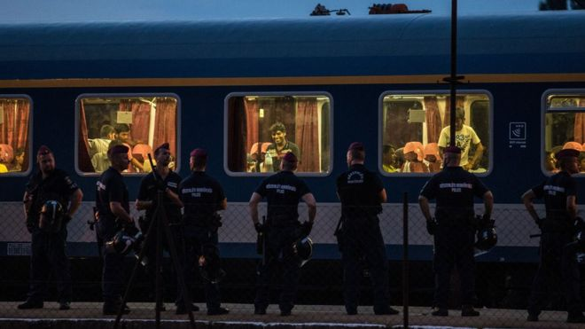 Hungary migrants standoff enters second day