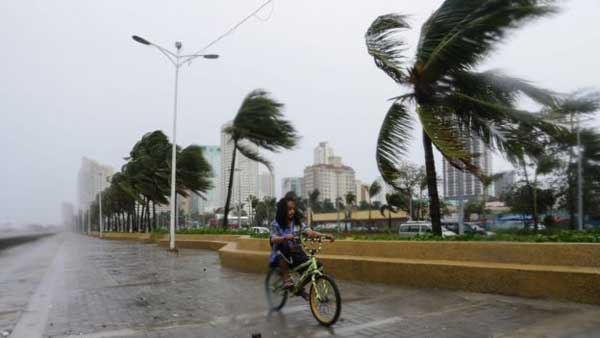 Philippines hit by massive typhoon
