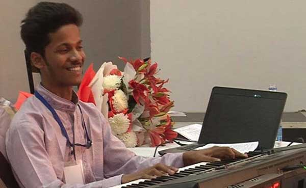 Student, who plays the piano for over 100 hrs, in one go