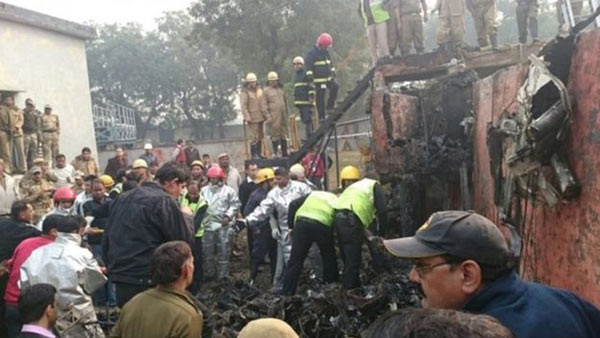 India air crash kills 10