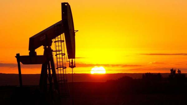 Crude oil falls on API report of largest supply gain in 3 months