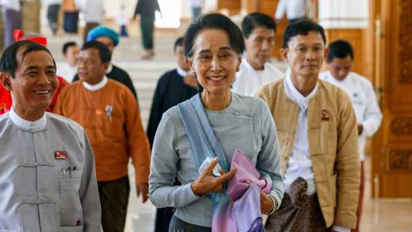 Suu Kyi holds talks with Myanmar's rulers