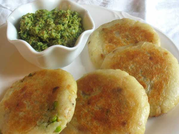 Green pea stuffed potato cutlets, a tasty snack