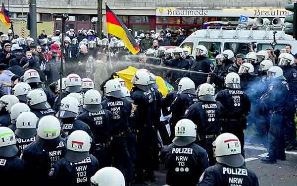 'German police should shoot migrants'