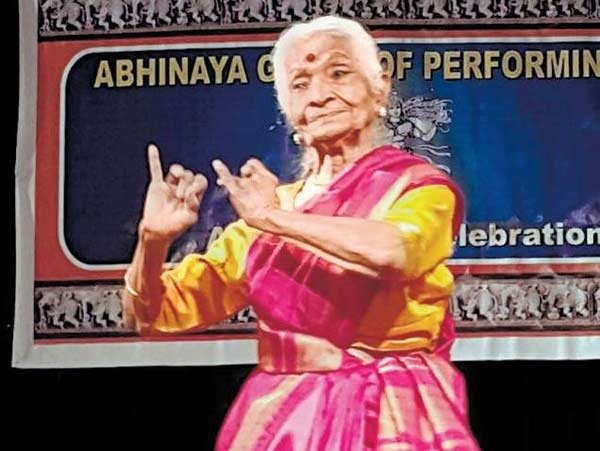 92-yr-old dances her way into people's hearts