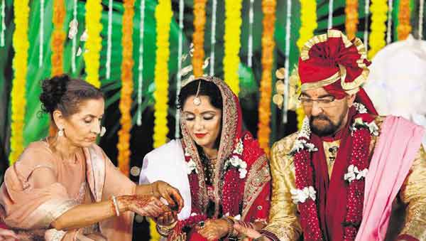 Kabir Bedi ties the knot with Parveen Dusanj