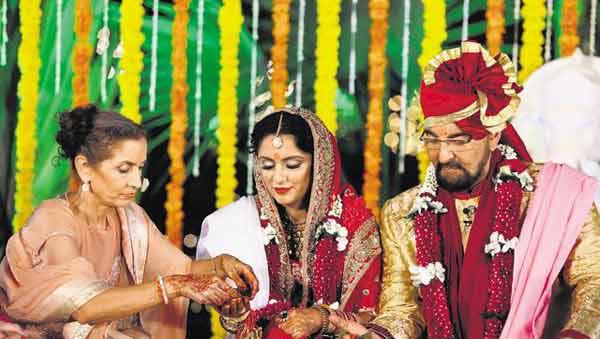 Kabir Bedi ties the knot with Parveen Dusanj