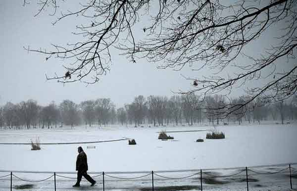 US snowstorm: Massive US blizzard advances north