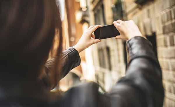 Selfies say whether you are going through romantic crisis