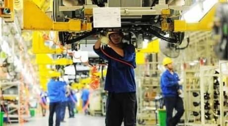 China's factory activity slows again