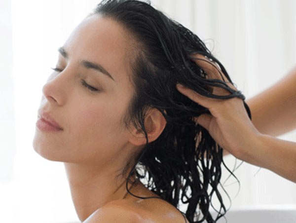 4 benefits of oiling hair on daily basis