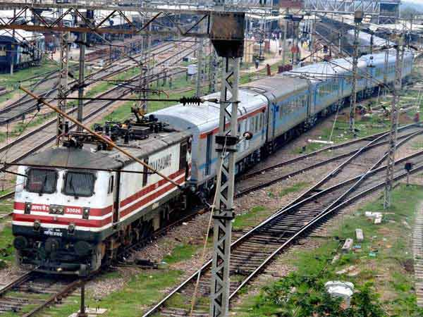 India plans rail link with Bangladesh