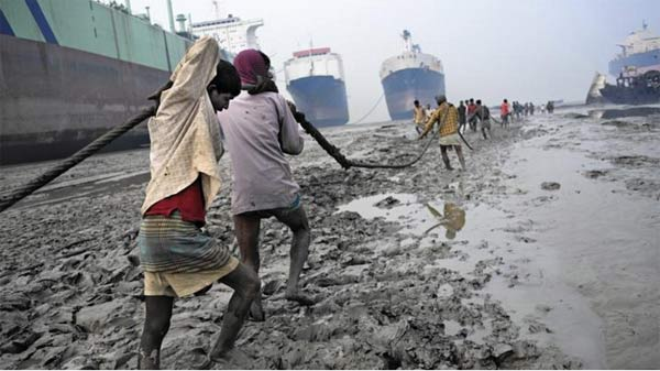 Workers risk their lives in Bangladesh's rising ship-breaking industry