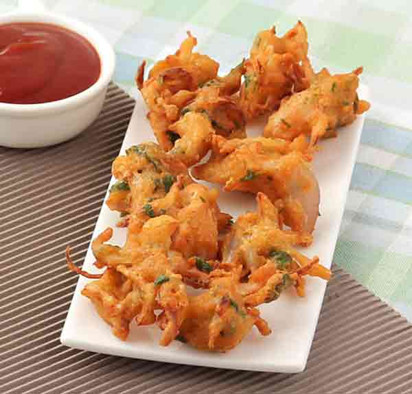 Crunchy and spicy onion pakoda