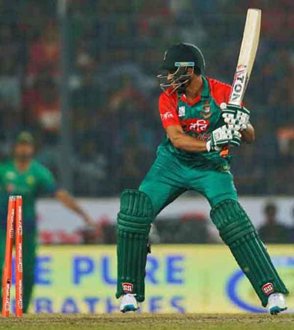 Bangladesh's Shakib reprimanded for stump strike